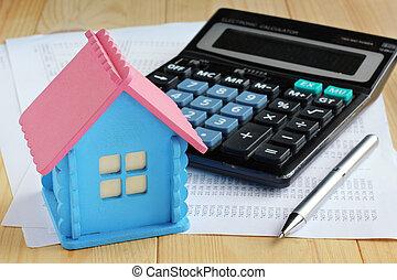 electrónico, calculadora, con, empuje botones, modelo de madera, casa, metal, pluma y, hojas papel