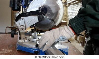 Electric saw cuts metal fittings