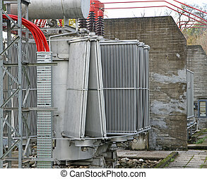 electric voltage transformer of a powerful power plant