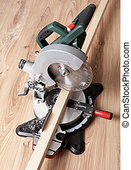 Electrical saw with circular blade for wood