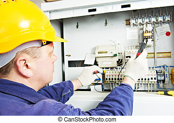 Electrician measure voltage and current