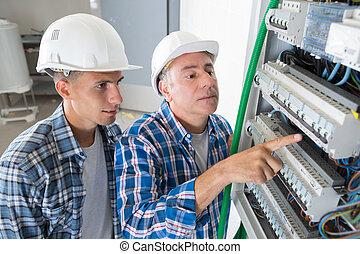 electricista, actuación, el, dentro, eléctrico, panel, tabla