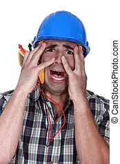 electricista, aterrorizado