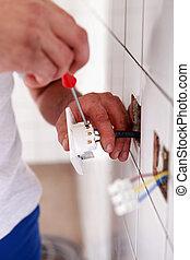 electricista, cableado, un, zócalo de pared