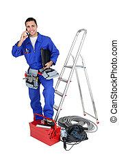electricista, con, herramientas, y, un, teléfono
