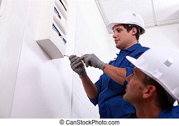 electricistas, prueba, un, cajade fusibles