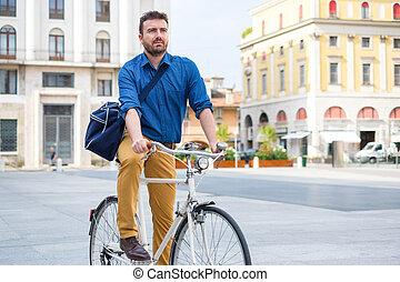 elegáns, ember, lovaglás, övé, bicikli, a városban, utca