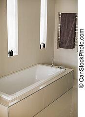 elegáns, fürdőkád, alatt, egy, fürdőszoba