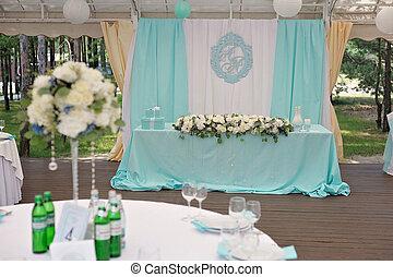 Elegance decorated marrige couple's wedding table