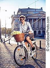 elegancki, rower, człowiek, jeżdżenie