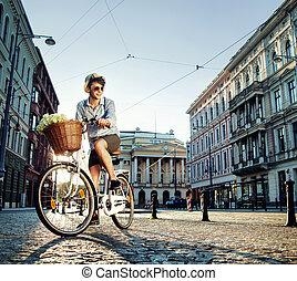 elegancki, rower, młody mężczyzna, jeżdżenie