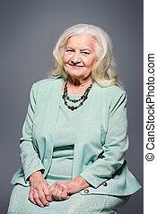 elegancki, starsza kobieta