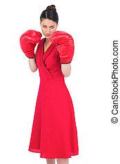 elegant, brunett, in, röd klä, tröttsam, boxning handske