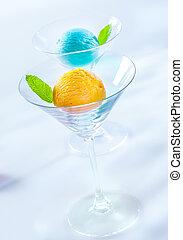 Elegant cocktail glasses with Italian icecream