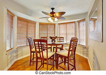 Elegant dinning room with hardwood floor. - Elegant dinning...