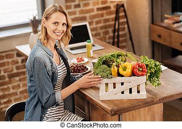 elegant, gesunde frau, genießen, frische gemüse