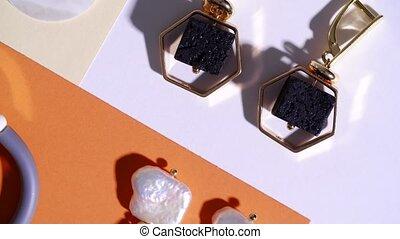 Elegant jewelry on color background - Elegant bijouterie ...
