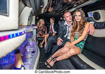 elegant, limousine, paar, junger, sprechende , porträt, friends