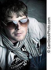 Elegant man with sun glasses
