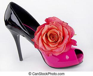Elegant shoe with rose