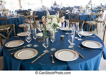 elegant table settings for wedding