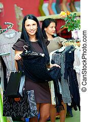 elegante, compras de mujer, en, tienda al por menor