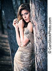 elegante, donna, in, legno