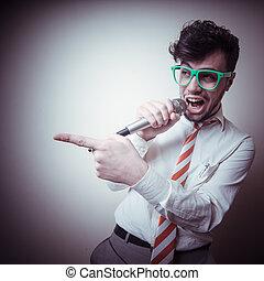 elegante, engraçado, cantando, homem negócios