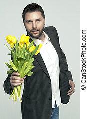 elegante, flores, segurando, homem