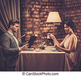 elegante, menu, restaurant., coppia, ricco