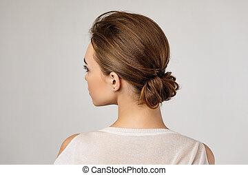 elegante, mujer, creativo, bollo, pelo