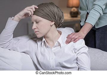 elegante, mujer, teniendo, cáncer, pecho