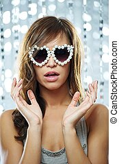 elegante, mulher, óculos de sol, jovem