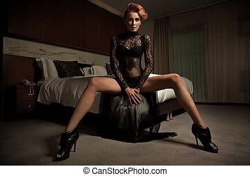 elegante, mulher, em, quarto hotel