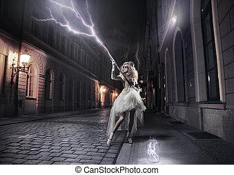 elegante, mulher, pegando, thunderbolts