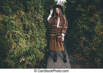 elegante, mulher, roupas