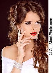 elegante, niña, con, rojo, lips., hermoso, woman., hairstyle., makeup., manicured, nails., moda, niña, aislado, en, fondo negro