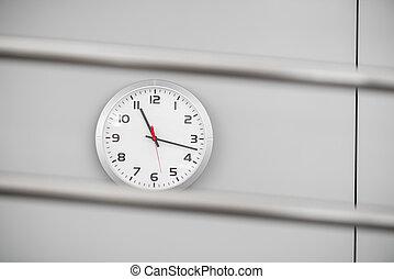 elegante, quarzo, orologio, su, parete, in, il, stanza