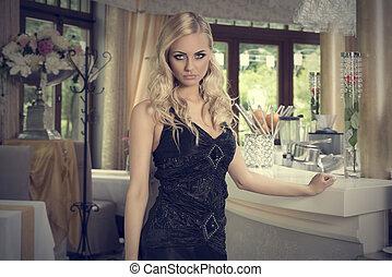 elegante, ragazza, biondo, ristorante