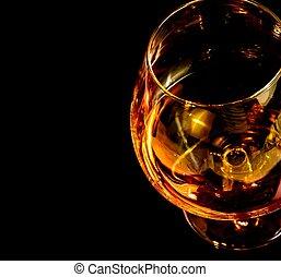 elegante, trago, vidrio, aguardiente, coñac, fondo negro, típico