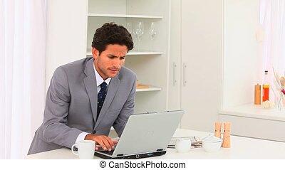 elegante, uomo affari, lavorando, suo