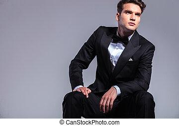 elegante, uomo, giovane, affari, seduta