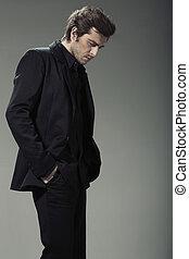 elegante, y, guapo, hombre de negocios, en, natural, postura