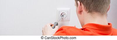 elektriker, am arbeitsplatz