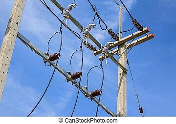 elektrisch, stange, mit, drähte, auf, a, hintergrund, von, blauer himmel