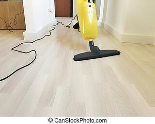 Persoon hout vieze poetsen vloer. vloer houten op persoon
