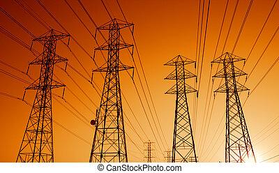 elektrisk makt, transmission, fodrar, hos, solnedgång