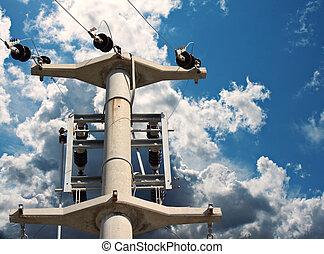 elektrizitätshochspannungsmast, gegen, a, blauer himmel, mit, wolkenhimmel