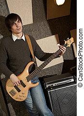 elektro, gitarre spieler, bei, ampifier., fokus, auf, beutel, von, jeans