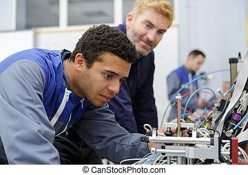 elektroingenjör, ung, kontroll, tråd